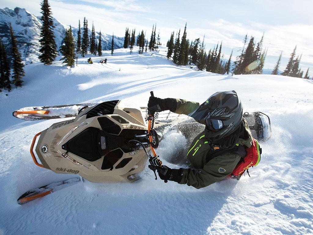 Ski-Doo Freeride 2022 uusi upea murrettu väri